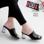 รองเท้าแฟชั่น ส้นสูง แบบสวม หุ้มหน้าเท้าสไตล์งานซาร่าห์ ส้นแมกซี่สีซิลเวอร์สุดเก๋ รุ่นนี้ ใครไม่มีพลาดแน่ๆ หน้าตัดเก็บนิ้วสวยงาม หนังนิ่ม ทรงสวย สูงประมาณ 2.5 นิ้ว ใส่สบาย แมทสวยได้ทุกชุด (998-01)