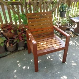 เก้าอี้ไม้ระแนง สวนผึ้ง