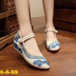 รองเท้าผ้าปักลายจีนทรงหัวแหลม ลายกุหลาบปักสวยตัดสีขอบสวยงาม ส้นสูง 1 นิ้ว พื้น ด้านในซับฟองน้ำ ด้านนอกเป็นผ้าทอแน่นเนื้อดี มีรัดข้อกลัดกระดุมจีน ใส่สบาย แมทสวย ได้ไม่เหมือนใคร