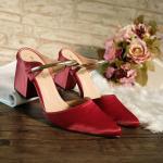 รองเท้าคัทชู ส้นเตี้ย สวยหรูคลาสสิค บุผ้าซาตินเงาสวยแต่งอะไหล่ทองคาดด้านหน้า ส้น ตัด สูงประมาณ 2.5 นิ้ว ใส่สบาย แมทสวยได้ทุกชุด ทุกโอกาส