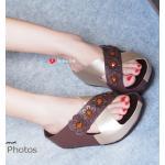 รองเท้าแตะ เพื่อสุขภาพ Flora Slide Sandals Style แบบสวม สายไขว้ สวยเก๋ด้วยสีทูโทนแต่งดอกไม้พร้อมเกสรดอกคริสตัลสีสดใส สายไขว์ช่วย เก็บหน้าเท้าได้อย่างยอดเยี่ยม งานสไตล์แบรนด์ดัง พื้นซอฟคอมฟอตนิ่ม ใส่สบาย วัดสุเกรดพรีเมี่ยม สวยลงตัวเข้ากันได้ดีสุดๆ ตอบโจทย์