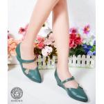 รองเท้าคัทชู ส้นเตารีด สวยเรียบหรู หนังนิ่มอย่างดี ทรงหัวแหลม แต่งอะไหล่ทองสไตล์ เวอร์ซ่าเช่หรูดูดี ส้นสูงประมาณ 2 นิ้ว ใส่สบาย แมทสวยได้ทุกชุด