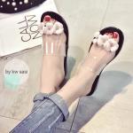 รองเท้าแตะแฟชั่น Camellia Flower งานซิลิโคน นำเข้า เนื้อนิ่มๆ ดีไซน์ สวยหวานพร้อมตกแต่งดอกไม้ด้านบน แบบใส เรียบหรู โชว์ผิวเท้าน่ารัก สวมง่าย สบายเท้า จะใส่เดินชิว ลุยน้ำลุยฝนได้ น่ารักมากๆ