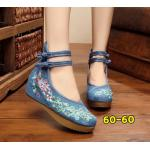 รองเท้าผ้าปักลายจีน ปักลวดลายนกยูงรำแพนหางสวยงาม ด้านบนมีรัดข้อกระดุมจีนแบบ 2 ชั้น พื้นยางหนาเพื่อสุขภาพเท้า ส้นสูง 2 นิ้ว รองรับแรงกระแทกได้เยอะ พื้นด้านในซับฟองน้ำ ด้านนอกเป็นผ้าทอแน่นเนื้อดี ใส่สบาย แมทสวยได้ไม่เหมือนใคร