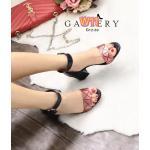 รองเท้าแฟชั่น ส้นสูง สวยเก๋ แบบสวม รัดข้อ ด้านหน้าแต่งลายตารางสไตล์อิซเซ่เก๋ดูดี ทรงสวยคลาสสิค ส้นตัดสูงประมาณ 2.5 นิ้ว เดินง่าย แมทเก๋ได้ทุกชุด (G12-50)
