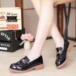 รองเท้าคัทชู ส้นเตี้ย เรียบเก๋ หนังแก้วเงาสวยแต่งอะไหล่ด้านหน้าสไตล์กุชชี่ ทรงสวย ใส่สบาย แมทชุดเก๋ได้ทุกวัน (DC7019)