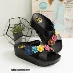 รองเท้าแตะแฟชั่น แบบสวม หน้าไขว้ หนังนิ่มอย่างดีแต่งดอกไม้น่ารัก พื้นซอฟคอมฟอต นิ่มสไตล์ฟิตฟลอบ ใส่สบาย แมทสวยได้ทุกวัน (L2589)