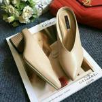 รองเท้าคัทชู ส้นเตี้ย สไตล์ zara เรียบหรู ส้นตันใหญ่ ปลายเเหลม เปิดส้น ด้านหน้าเเต่งตัว V รุ่นนี้ใส่กระชับเก็บหน้าเท้าดีมาก ใส่ถอดง่าย ใส่สบาย สูงประมาน 2.5 นิ้ว แมทได้ทุกชุด สีขาว ครีม (G24-06)