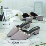รองเท้าคัทชู เปิดส้น แต่งมุกและหมุดสวยเก๋ พื้นนิ่ม หนังนิ่ม ส้นประมาณ 1.5 นิ้ว ใส่สบาย แมทสวยได้ทุกชุด