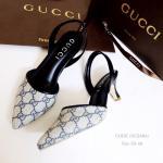 รองเท้าคัทชู ส้นเตี้ย รัดส้น STYLE GUCCI ทำจากผ้าทออย่างดี ทรงสวย ใส่แล้วดูเท้าเรียว มาพร้อมพื้นตีแบรนด์ GUCCI แถมใส้ได้ตลอด ใส้แล้วดูดี เป๊ะปัง สูง 2.5 นิ้ว สีน้ำตาล ดำ (GC2604)