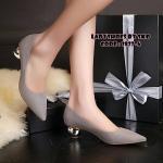 รองเท้าคัทชู ส้นเตี้ย สวยเก๋ ทรงหัวแหลมใส่แล้วเท้าดูเรียวยาว วัสดุผ้า สักหลาดอย่างดี งานสวยแถมยังใส่สบาย ดีไซน์เกร๋ๆไม่ซ้ำใครด้วยส้นที่ มีลักษณะกลมตันเคลือบด้วยปรอทสีเงิน ดูหรูไฮโซ สูงประมาณ 2 นิ้ว ใส่ แมทเก๋ได้ทุกชุด สีดำ เทา เหลือง (2827-6)
