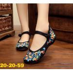 รองเท้าผ้าปักลายจีน ปักลายช่อดอกไม้สีสดใสสวยงาม คาดหน้าติดกระดุมจีน ส้นสูง 1 นิ้ว พื้นด้านในซับฟองน้ำ ด้านนอกเป็นผ้าทอแน่นเนื้อดี ทรงน่ารักใส่สบาย แมทสวยได้ไม่ เหมือนใคร