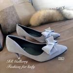 รองเท้าคัทชู สวยหรู วัสดุหนังกลับคุณภาพดีประดับโบว์ ทรงสวย ส้นสูง 2.5 นิ้ว สวมใส่ง่ายและจะทำให้คุณดูดีกว่าที่เคย สีดำ เทา (M199)