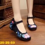 รองเท้าผ้าปักลายจีน ปักลายดอกบัวสวยงาม คาดหน้าติดกระดุมจีน ส้นสูง 1 นิ้ว ด้าน ในมีพื้นฟองน้ำนิ่มๆ ทรงน่ารัก ใส่สบาย แมทสวยได้ไม่เหมือนใคร