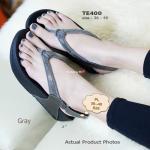 รองเท้าแตะแฟชั่น Fitness Crystals Sandals เพื่อสุขภาพ แบบหนีบ รัดส้น ตัวหนังเป็นผ้ากำมะหยี่ซับด้วยผ้าชามัวร์อ่อนโยนต่อผิวสัมผัส ด้านบนแต่งเม็ดคริสตัลเพิ่มความหรูและมีระดับ พื้นยางอ่อนนุ่ม (กว่างานแบรนด์) ให้คุณสวยสุขภาพดีพร้อมอวดผิวเท้าสวยๆ ใส่กระชับเท้า