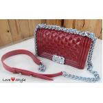 """กระเป๋าแฟชั่น สไตล์ Chanel Boy ซิลิโคนเงา สีสดสวยมาก สายโซ่ครึ่งหนัง ดูดี ดูแพง เข้ากับชุดง่าย ไม่ตกเทรนด์ ขนาดกว้าง 8"""" สูง 5.5"""" สีแดง น้ำเงิน"""
