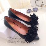 รองเท้าคัทชู ส้นเตี้ย Style Aquazzar แบรนด์ที่กำลังมาแรงจากอิตาลี่ คัทชูหนังนิ่มแต่งเส้นพู่ดีไซน์เก๋ ทรงสวย สวมใส่ง่าย อินเทรนด์ ส้นหนา 1 ซม. แมทเก๋ได้ทุกชุด สีดำ ครีม (509-3)