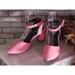รองเท้าคัทชู ส้นเตี้ย รัดข้อ เรียบเก๋ หนัง PU นิ่มอย่างดี ทรงสวย รัดข้อตะขอเกี่ยวใส่ง่าย ส้นตัดสูงประมาณ 2.5 นิ้ว ใส่สบาย แมทสวยได้ทุกชุด