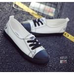 รองเท้าผ้าใบแฟชั่น ทรง sneaker ยอดฮิต ผ้าแคนวาสแต่งลายด้วยตะเข็บสีดำ สีส้นรองเท้าตัดกับสีรองเท้าเก๋มาก ใส่แต่งตัวได้หลายแนว สวมใส่ง่าย มีเชือกปรับระดับได้ และมีแบบไร้เชือกติดตีนตุ๊กแก ใช้งานสะดวก น้ำหนักเบา ใส่เดินได้นาน พื้นสูง 1 นิ้ว พื้นยางอย่างดี ทรงส
