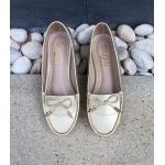 รองเท้าคัทชู ม็อกกาซีน ทรง loafer สุดน่ารัก แต่งด้านหน้ากระเป๋าโบว์ ปลายอะไหล่กระบอกสีทอง โทนสีพาสเทล หนังนิ่มอย่างดี ใส่สบายได้ ทุกวัน สีดำ ครีม ทอง ชมพู เหลือง (C61-003)