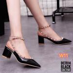 รองเท้าคัทชู ส้นเตี้ย รัดส้น สวยหรู สไตล์วาเลนติโน ทรงหัวแหลม หนังแก้วเงาตัดสีขอบ แต่งหมุดทองสวยลงตัว ทรงสวย ส้นสูงประมาณ 2.5 นิ้ว แมทสวยได้ทุกชุด (DC7014)