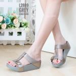 รองเท้าแตะแฟชั่น แบบสวม แต่งเข็มขัดสวยเก๋ หนังนิ่มอย่างดี พื้นซอฟคอมฟอตนิ่มสไตล์ ฟิตฟลอบ ใส่สบาย แมทสวยได้ทุกวัน (L2889)