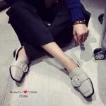 รองเท้าคัชชู ส้นเตี้ย ทำจากหนังนิ่ม ประดับอะไหล่เกร๋ๆ จับแมทกับชุดได้หลายสไตล์ ใส่แล้วดูดี งานจริงสวยมาก คุณภาพดี สีดำ ครีมอมเทา (55286)