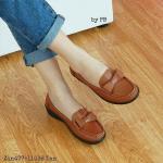 """รองเท้าคัทชู ทรง loaer สไตล์ Moccasins เรียบเก๋ มีสไตล์ วัสดุหนัง pu หนังนิ่ม แต่งโบว์หน้า เสริมพื้นรองเท้าด้านในเพิ่มความนุ่มใส่สบาย พื้นด้าน นอกกันลื่น สูงประมาณ 1"""" แมทสวยได้ทุกชุด สีน้ำตาล แดง แทน"""