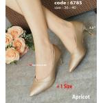 รองเท้าคัทชู ส้นเตี้ย งานสวยหวานหรูคลาสสิค ดีไซน์ทรงหัวแหลมและตัวรองเท้ามีความเรียวยาว ช่วยให้เท้าของคุณได้รูปสวย แมทง่ายกับชุดทำงานสวยๆ และสำหรับออกงานในโอกาสพิเศษ ส้น Kitten สีทอง 2.5 นิ้ว (6785)
