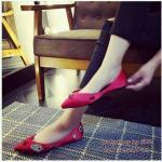 รองเท้าคัทชู ส้นแบน หรูหราน่ารัก งานนำเข้า วัสดุทำจากผ้าซาตินให้สัมผัสที่ นุ่มสบายเท้ามาก แต่งด้วยอะไหล่เพชรเม็ดใหญ่เรียงตัวสวย ทรงหัวแหลมช่วย ทำให้เท้าดูเรียวยาว แมทสวยหรูได้ทุกชุด สีดำ แดง ชมพูอ่อน บานเย็น เขียว น้ำเงิน