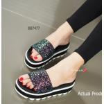 รองเท้าแฟชั่น Prada Soft Sandals Style ส้นมัฟฟิน ลำลอง Soft Sandals แบบสวมคาด สไตล์งานแบรนด์ปราด้า โดดเด่นด้วยคาดหน้าแต่งกลิตเตอร์ แบบเต็มๆ เป็นประกายสะกดสายตาทุกคู่ ดูหรู ดูแพง แล้วยังสวมสบาย พื้น ยางสัมผัสนุ่มมากๆ ส้นยางหนา 2 นิ้ว สวยเก๋ใส่สบายถนอมเท้า