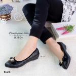 รองเท้าคัทชู ส้นเตี้ย เรียบเก๋ วัสดุ pu นิ่ม เดินเส้นลายตารางแต่งโบว์น่ารัก ด้านในบุนวม งานสวย ใส่สบายเท้ามาก สูง 1.5 นิ้ว แมทสวยได้ทุกชุด สีดำ ครีม (1638-34)