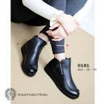 รองเท้าบูทหุ้มข้อ สวยเก๋ งานเอกลักษณ์สไตล์แบรนด์อินเตอร์โครมฮาร์ท ที่บรรดาไอดอลสาวสวยทั่วโลกต่างจับจองเป็นเจ้าของ วัสดุจากยาง PVC อ่อนนุ่ม ส้นหนา 1 นิ้ว สวมนุ่มสบายเท้า หนาวนี้รับคู่นี้ไว้เป็นเพื่อนนักเดิน ทางกัน ยามนี้ เหมาะที่สุดจริงๆ สีดำ (0181)