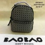 กระเป๋าเป้แฟชั่น สไตล Issey Miyake Bao Bao 9 นิ้ว สวยเก๋ แต่งหมุดข้าง และช่องซิปด้านหน้า จุเยอะ สวยดูดีมีสไตล์