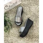 รองเท้าแฟชั่น ส้นเตารีด แบบสวม แต่งอะไหล่ดิออร์สวยเก๋ ทรงสวย ใส่สบาย แมทสวยได้ทุกชุด (AW113)