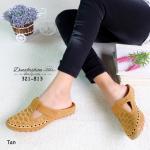 รองเท้าคัทชู เปิดส้น ปักลาย ปักลายสวยน่ารัก สายคาดเมจิกเทป ปรับระดับเพื่อความกระชับเท้า พื้นยางกันลื่น ใส่สบาย แมทสวยได้ ทุกชุด สูง 2 เซนติเมตร สีครีม ดำ ชมพู แทน (321-813)