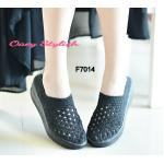 รองเท้าเพื่อสุขภาพ ยางสาน รุ่นเสริมส้น หน้าโปร่ง ใส่สบายไม่อับชื้น ออกแบบมาให้รองรับเท้าได้อย่างดีเยี่ยม น้ำหนักเบา กระชับเท้า ใส่ สบายมาก วัสดุทำจากยางถักเกรดคุณภาพ นุ่ม พื้นทำจากยางหล่อ หน้าสูง 1 นิ้ว หลังสูง 2 นิ้ว อยู่ในระดับที่ไม่สูงเกินไป นุ่มๆ ออกแ