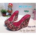รองเท้าแฟชั่น แบบสวม ส้นเตารีด คาดหน้าพลาสติกใสนิ่ม ส้นแต่งลายดอกไม้วินเทจสวย เก๋ ใส่สบาย ส้นสูง 4.5 นิ้ว เสริมหน้า 1.5 นิ้ว ใส่สบาย แมทสวยได้ทุกชุด (MO-238)