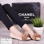 รองเท้าคัทชู ส้นแบน style Miu Miu แบบใหม่ วัสดุเป็นหนัง PU ทรงหัวแหลม ด้านหน้าติด พู่ใหญ่ น่ารักฟรุ้งฟริ้ง เก๋มีสไตล์ สีครีม ดำ (509-3)