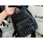 กระเป๋าเป้แฟชั่น ลายตารางสไตล์ baobao บ็อกสีด้าน สายผ้า+หนัง สายสะพายหลังปรับได้ ไซส์กะทัดรัด ใส่ของได้จุใจ ซับในเนี๊ยบ มีกระเป๋าข้างเเละกระเป๋าเล็กด้านหน้า ด้านในมีช่องเล็กแยกใส่ของจุกจิ๊กอีก 1 ช่อง Size : สูง 10.2 กว้าง 8.7 นิ้ว 6 สี ดำ ดำ/ม่วง ดำ/ขาว ข