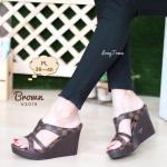 รองเท้าแฟชั่น ส้นเตารีด แบบสวม ลายตารางหลุยส์ ทรงสวย เก็บหน้าเท้า ใส่สบาย แมทสวยได้ทุกชุด (V2019)