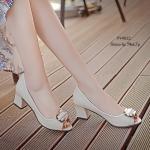 รองเท้าคัทชู ส้นเตี้ย งานนำเข้า แบบเปิดหน้า สวยเรียบหรู วัสดุ PU ดีไซน์ด้านหน้าแต่งอะไหล่สวยเก๋ สูง 2.5 นิ้ว กำลังดี ใส่เดินสบาย แมทกับชุดไหนก็ดูดี สีดำ ครีม (PY4022)