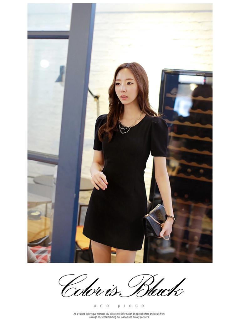 [พรีออเดอร์] ชุดเดรสผู้หญิงแฟชั่นเกาหลีใหม่สีดำ แขนสั้น แบบเก๋ เท่ห์ - [Preorder] New Korean Fashion Short-sleeved Black Casual Dress