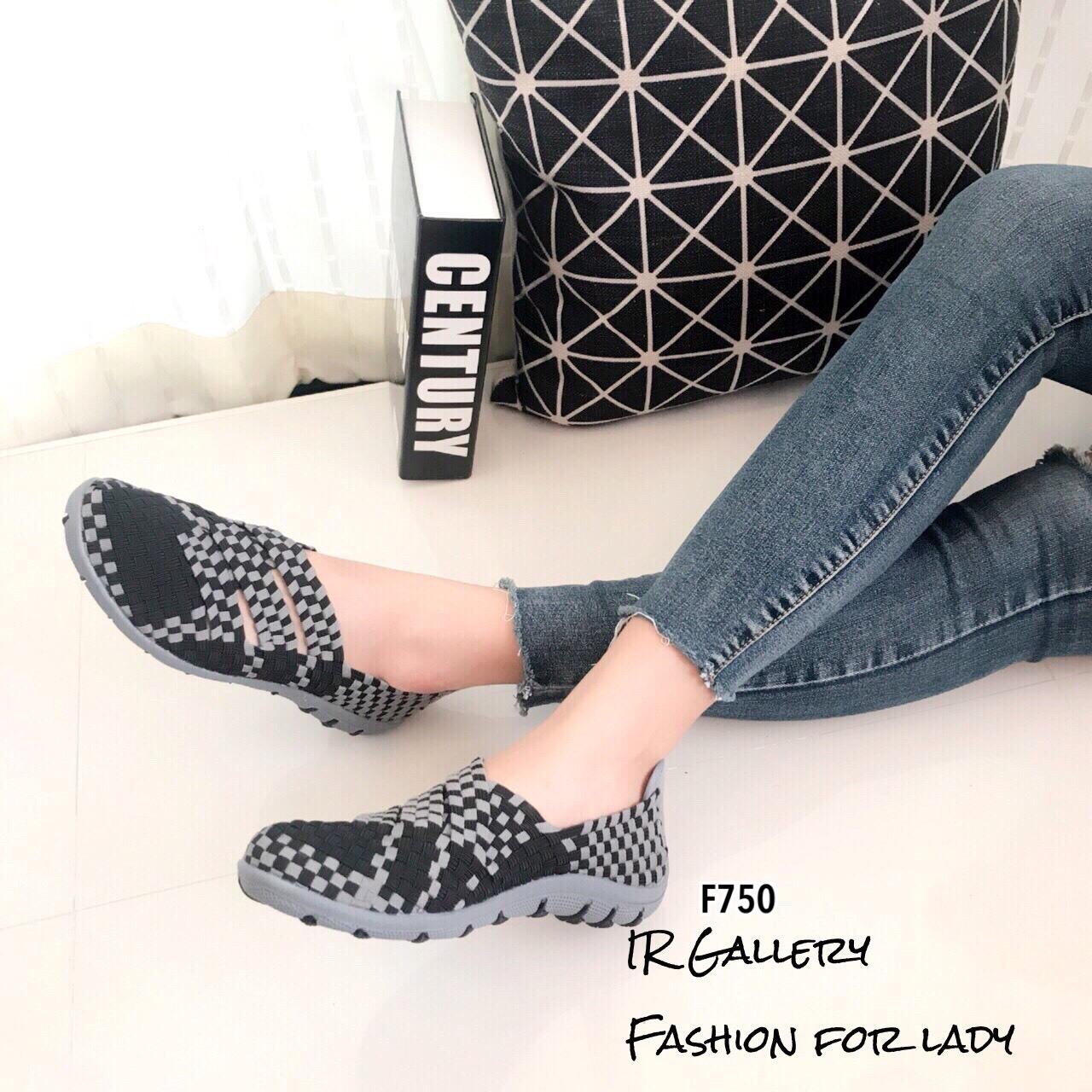 รองเท้ายางสาน เพื่อสุขภาพ ทอลายสีทูโทนสวยเก๋ แบบสวม ยางยืดนิ่มยืดหยุ่น ใส่ง่าย พื้นนิ่ม รองรับซับเเรงกระเเทก มีความยืดหยุ่นในตัวสูง ใส่สบายมาก ไม่ปวดเท้า ส้นยางกันลื่นหนา 1 นิ้ว น้ำหนักเบา เดินได้อย่างมั่นใจในทุกย่างก้าว ทรงสวย ใส่สบาย แมทสวยได้ทุกชุด (F7