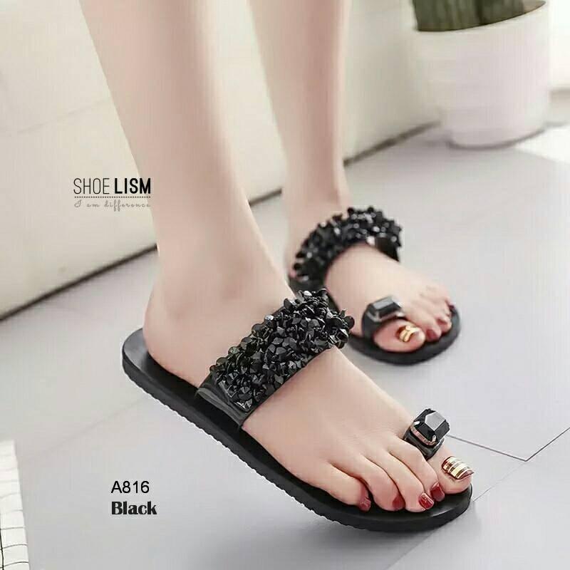 รองเท้าแตะแฟชั่น แบบสวมนิ้วโป้ง แต่งอะไหล่คริสตัลสวยหรูสไตล์เกาหลี วัสดุอย่างดี หนังนิ่ม งานสวย ใส่สบาย แมทสวยได้ทุกชุด (A816)