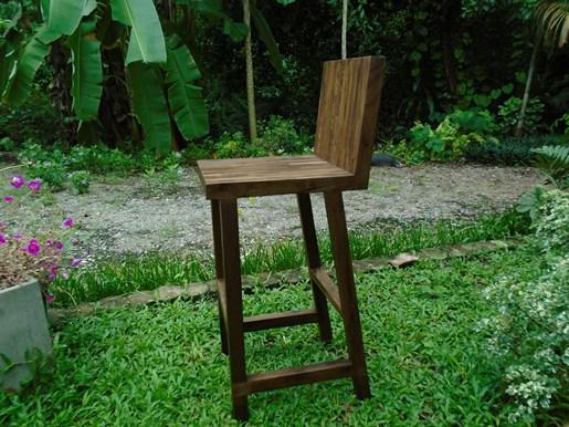 เก้าอี้บาร์พนักพิงไม้วอลนัท