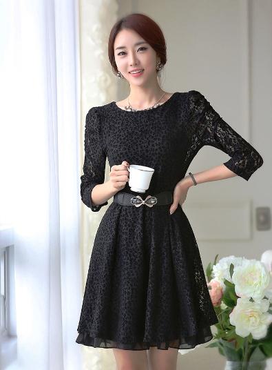 [พรีออเดอร์] ชุดเดรสผู้หญิงแฟชั่นเกาหลีใหม่สีดำ แขนยาว ลูกไม้ แบบเก๋ เท่ห์ - [Preorder] New Korean Fashion Slim Round Neck Lace Long-sleeved Black Dress