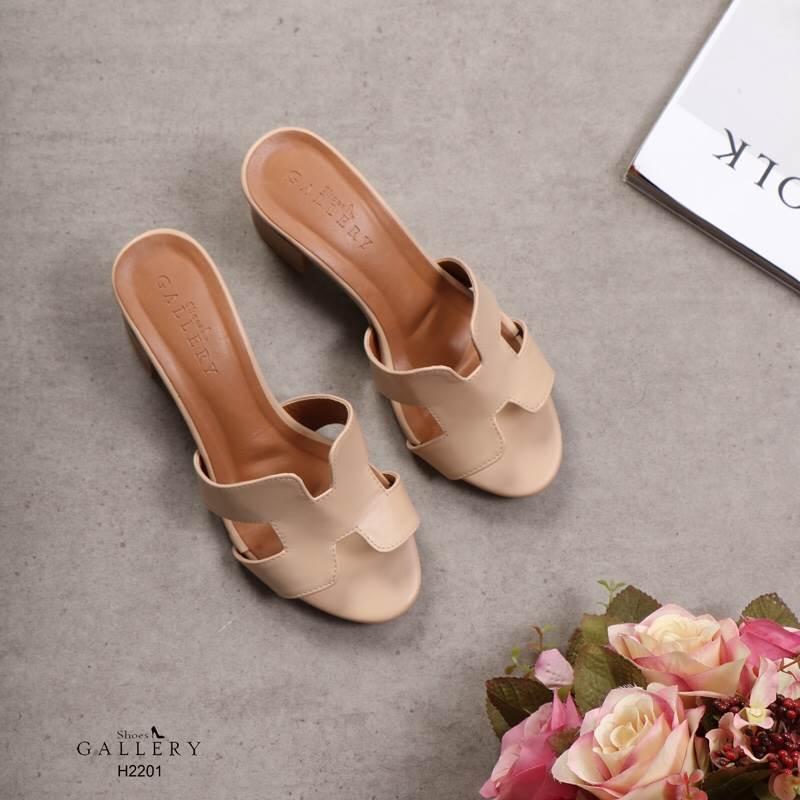 รองเท้าแฟชั่น ส้นสูง แบบสวม หน้า H สไตล์แอร์เมส ส้นลายไม้สวยเรียบหรู ทรงสวย หนังนิ่ม ใส่สบาย ส้นสูงประมาณ 2.5 นิ้ว แมทสวยได้ทุกชุด (H2201)