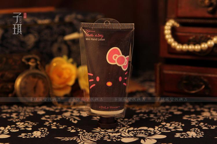 *พร้อมส่ง* 50g. Hello Kitty Hand Cream - ครีมทามือกลิ่นวอลนัท Hello Kitty