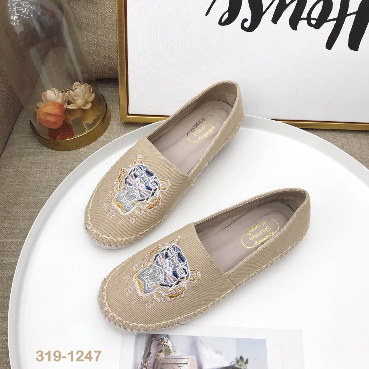 รองเท้าคัทชู ทรง slip on แต่งลายเสือสไตล์เคนโซ่ หนังนิ่ม พื้นนิ่ม งานสวย ใส่สบาย แมทสวยได้ทุกชุด (319-1247)